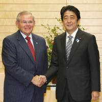 Abe, U.S. senator concur on need to bolster alliance
