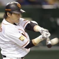 Clutch antics: The Giants' Hisayoshi Chono belts a three-run home run in the sixth inning, a go-ahead blast, against the Dragons on Saturday at Tokyo Dome. Yomiuri defeated Chunichi 7-2. | KYODO