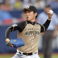 Worth the wait: Hokkaido Nippon Ham's Mitsuo Yoshikawa delivers a pitch during the Fighters' 3-0 win over the Buffaloes on Sunday. | KYODO