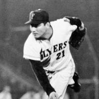 Former Flyers pitcher Dobashi dies at 77