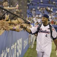 Balentien maintains poise, perspective as he chases single-season HR record
