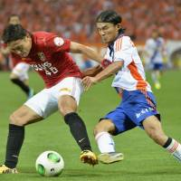 Reds gain ground in J.League title race