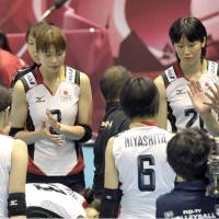 Pep talk: Japan coach Masayoshi Manabe speaks to his players during Friday's match against Serbia.   KYODO