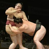 Spread the word: Harumafuji (right) beats Kisenosato in a playoff to win a two-day sumo exhibition tournament in Jakarta on Sunday. | KYODO