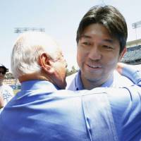 Pioneering pitcher Nomo honored by Dodgers