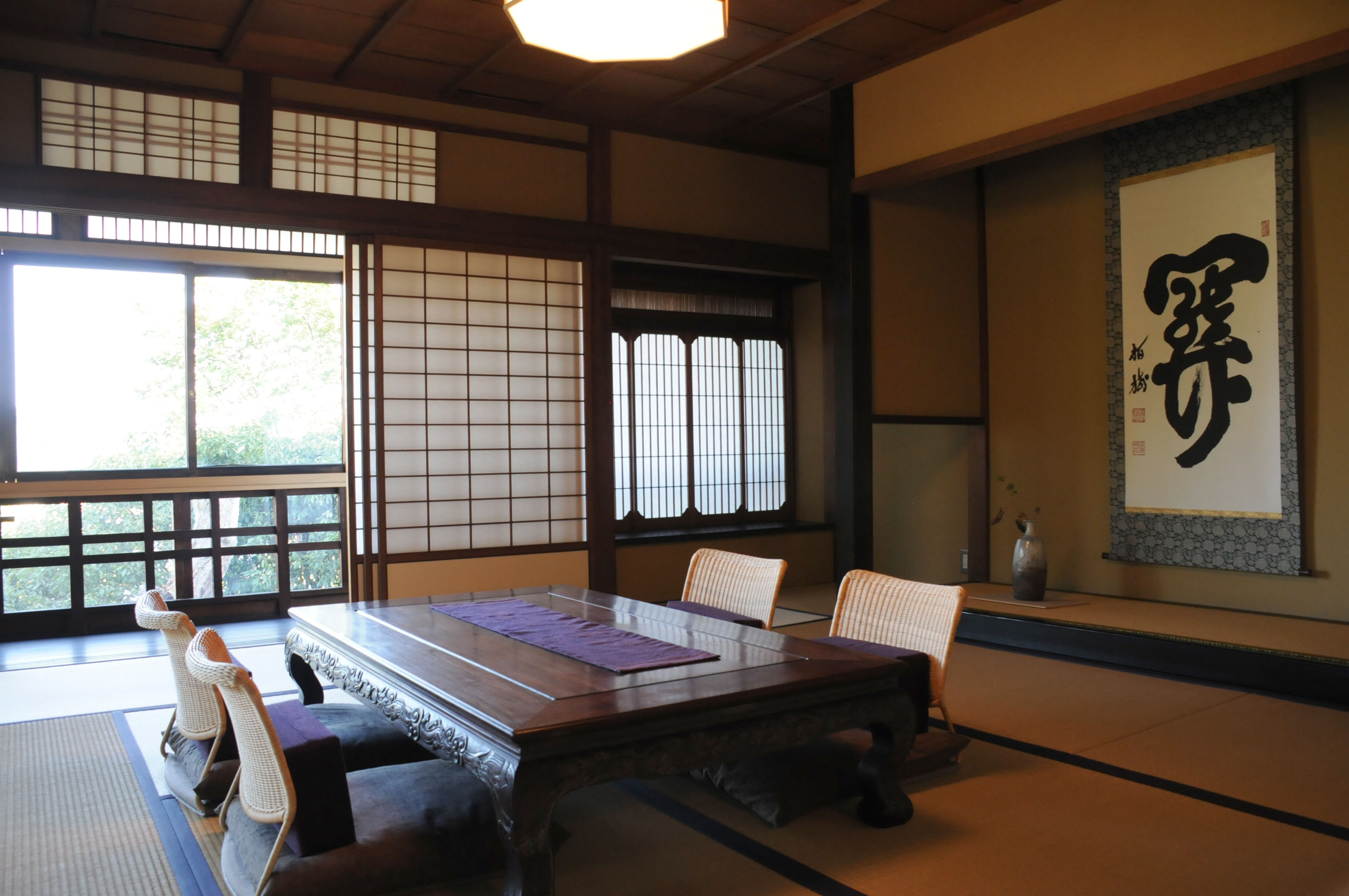 Izumo House's large tatami room retains the traditional style of the original centuries-old building, which was once a district office for Izumo feudal domain. | PHOTO BY SATOKO KAWASAKI