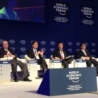 Summer Davos: Mitsubishi Corp. Chairman Yorihiko Kojima (second from left), Yasutoshi Nishimura, senior vice minister of the Cabinet Office (fourth from left), former economy minister Heizo Takenaka (right), and other panelists discuss 'Abenomics' at the Annual Meeting of New Champions 2013 in Dalian, China, on Thursday. | SAYURI DAIMON