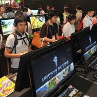 First look: Tokyo Game Show attendees check out 'Lightning Returns: Final Fantasy XIII' at the Square Enix booth on Thursday. | YOSHIAKI MIURA