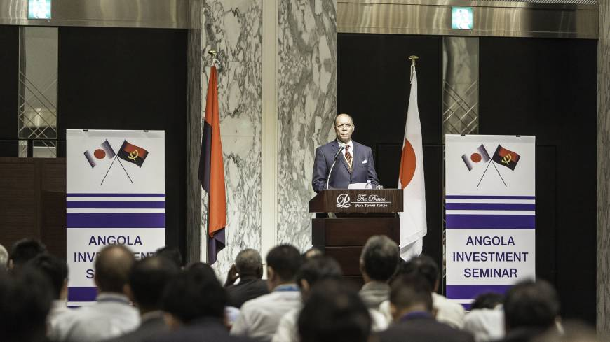 Opportunities: Angolan Minister of Geology and Mines Francisco Manuel Monteiro de Queiroz gives the keynote address at the Angola Investment Seminar held Sept. 4 in Tokyo.