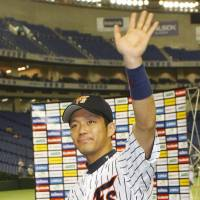 Main attraction: Veteran Keiji Obiki of the Hokkaido Nippon Ham Fighters drives in five runs in an 11-5 victory over the Fukuoka Softbank Hawks on Thursday at Tokyo Dome. | KYODO