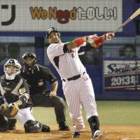 Mission accomplished: Tokyo Yakult's Wladimir Balentien sets a new record for home runs in a single season with his 56th of the year in the first inning of the Swallows' 9-0 win over the Tigers on Sunday. | KYODO