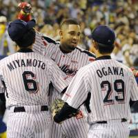 Brotherly love: Wladimir Balentien is congratulated by teammates Shinya Miyamoto and Yasuhiro Ogawa after breaking the single-season home run record on Sunday. | KYODO
