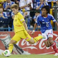 Offensive assault: Reysol's Junya Tanaka scores his second goal of the first half as F. Marinos veteran Yuji Nakazawa looks on during a Nabisco Cup match on Saturday. Kashiwa beat Yokohama 4-0. | KYODO