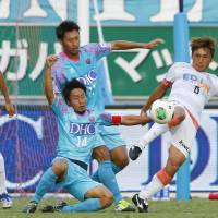 Sato stunner helps Sanfrecce close gap on Marinos
