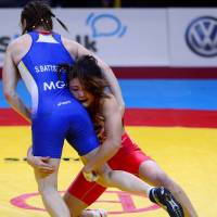 Back on top: Kaori Icho (in red) grapples with Mongolia's Soronzonbold Battsetseg in Thursday's 63-kg final. | AFP-JIJI