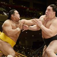 Cry me a river: Shohozan (left) goes on the attack against Harumafuji at the Autumn Grand Sumo Tournament on Monday. | KYODO