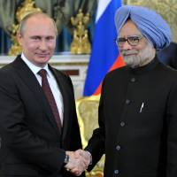 India's Singh meets Putin with nuclear deal in doubt
