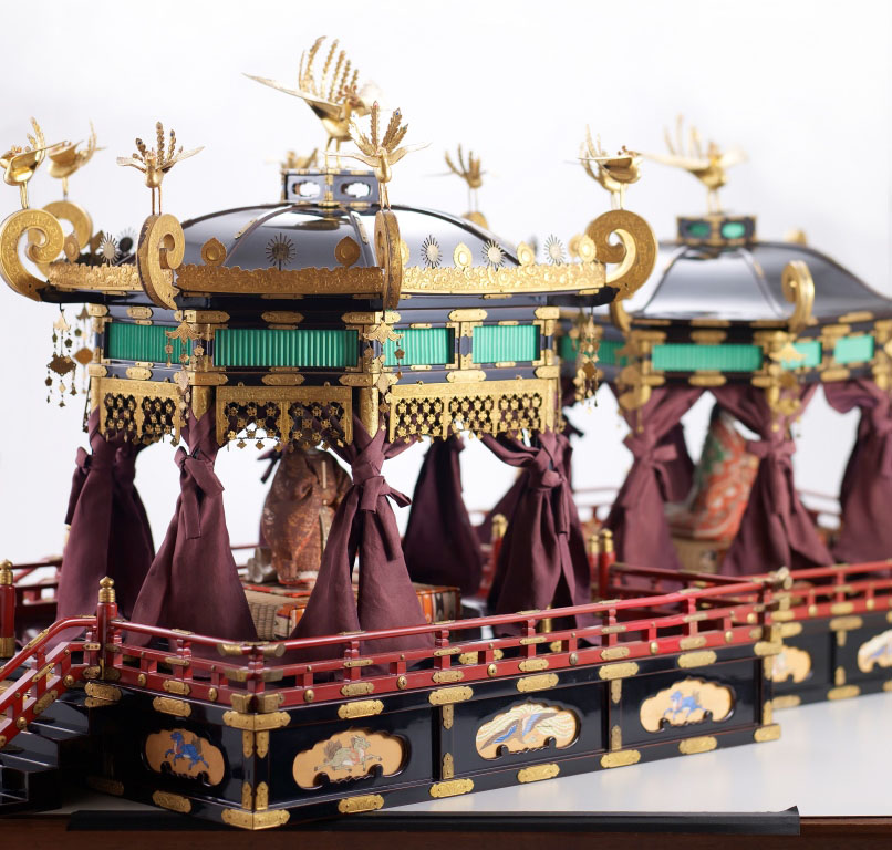 A replica of 'Takamikura and Michodai (The Imperial Throne and the August Seat of the Empress)'