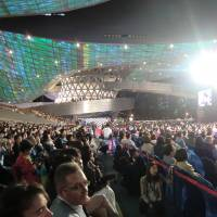 Ready to party: The opening ceremony of the Busan International Film Festival drew a packed crowd on Oct. 3. | PHILIP BRASOR