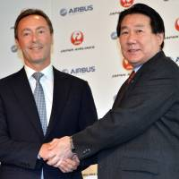 Landmark deal: Japan Airlines President Yoshiharu Ueki (right) and Airbus President Fabrice Bregier pose at a news conference in Tokyo on Monday. | AFP-JIJI