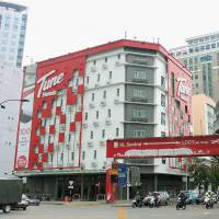 In Tune: Cars and motorcycles drive by a branch of the Tune Hotels chain in Kuala Lumpur. The budget hotel chain affiliated with Malaysian low-cost carrier AirAsia is seeking to book tourists to Japan from Southeast Asia. | NNA/KYODO