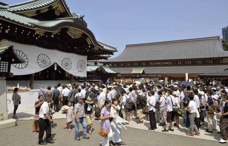 Abe to stay away from Yasukuni Shrine festival to appease China, South Korea