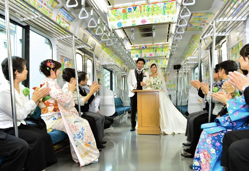 Yamanote fetes green trains with rolling nuptials