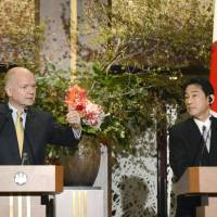 London calling: British Foreign Secretary William Hague and Foreign Minister Fumio Kishida face reporters Wednesday in Tokyo. | KYODO