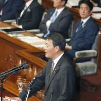 Solo effort: Banri Kaieda, leader of the Democratic Party of Japan, raises questions about Prime Minister Shinzo Abe's recent policy speech during the extraordinary Diet session.   KYODO