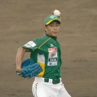 Foreign ballplayers get chance to shine in Shikoku