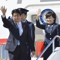 Leave a message: Prime Minister Shinzo Abe and his wife, Akie, leave for Indonesia on Sunday to attend the APEC leaders meetings. Beforehand, Abe spoke at an international science conference in Kyoto to request international support for cleaning up the Fukushima No. 1 power plant.  | KYODO