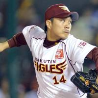 Japan Series debut: Eagles rookie right-hander Takahiro Norimoto worked eight innings against the Giants on Saturday at Kleenex Stadium. | KYODO