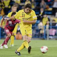 Critical play: Kashiwa Reysol's Cleo scores a late penalty kick to give his team a 1-0 win over visiting Fagiano Okayama in Emperor's Cup action on Wednesday night. | KYODO
