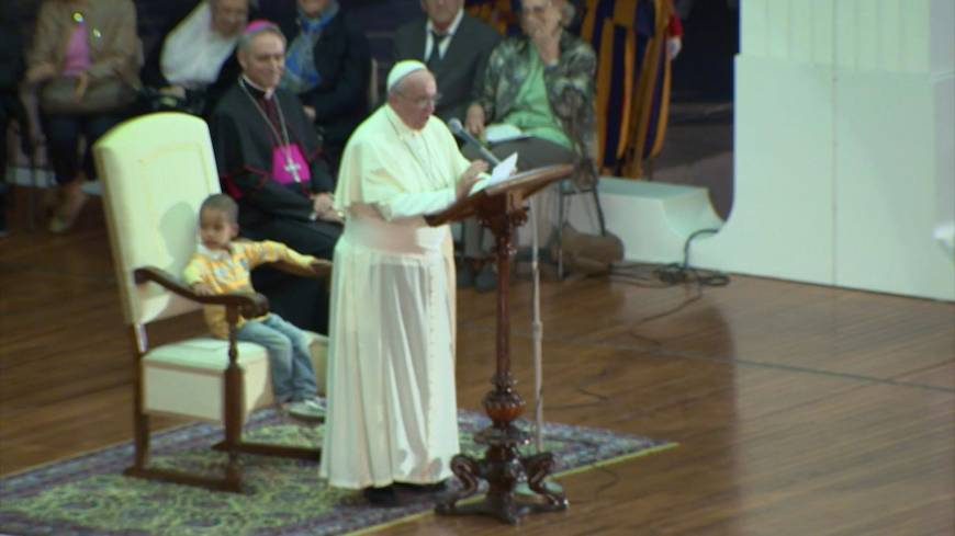Little boy sits in pope's chair, steals show
