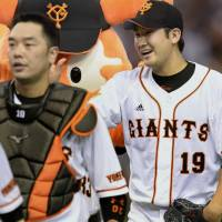 Dynamic duo: Giants catcher Shinnosuke ABe and pitcher Tomoyuki Sugano (19) team up to lead the team to a Game 2 victory over the Carp in the Central League Cliamx Series Final Stage on Thursday at Tokyo Dome.  | KYODO