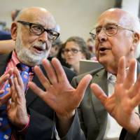 Recognized: British physicist Peter Higgs (right) and Belgian colleague Francois Englert exchange views during a news conference in Meyrin, near Geneva, in July 2012. | AFP-JIJI