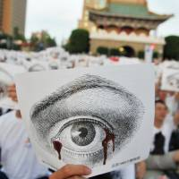Generational shift: 'White Shirt Army' protesters stage a rally in front of Taiwan's presidential office in Taipei on Aug. 3. | AFP-JIJI