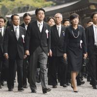 Prime Minister Shinzo Abe visits Ise Shrine on Oct. 5 to watch the Sengyo no Gi, an important Shinto ritual that is held to transfer the symbol of the shrine's deity between buildings. | KYODO