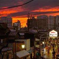 The sun sets over Yanaka Ginza. | PHOTO KIT NAGAMURA