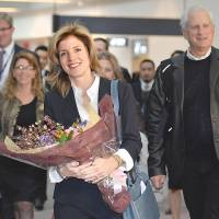 Floral welcome: Caroline Kennedy, newly appointed U.S. ambassador, arrives Friday at Narita airport.     AFP/POOL