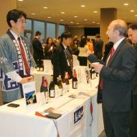 Rice wine diplomacy: Diplomats try their hand at sake-tasting Friday during a promotional event hosted by Japan at United Nations headquarters in New York | KYODO