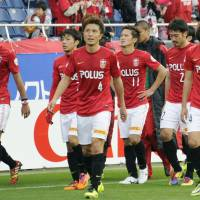 Worst possible time: Urawa Reds players leave the pitch after a 3-1 loss to Kawasaki Frontale. | KYODO