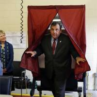 Christie, McAuliffe, de Blasio win in off-year U.S. vote