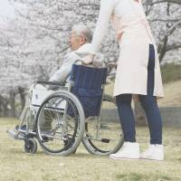 Silver crisis: Due to a shortage of caregivers in Japan, more people are having to look after aging parents themselves. | ISTOCKPHOTO