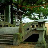 Grand entrance: This arched stone bridge flanked by a stone lantern offers a stately traverse from the road onto Katsuragahama Beach. | ANGELES MARIN CABELLO