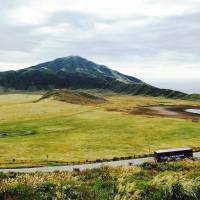 Fine sight: The rolling expanse of the Kusasenri Plateau with towering Mount Aso behind. | MANDY BARTOK PHOTO