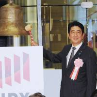Nikkei ends sizzling '13 at six-year high