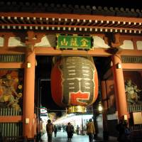 Put on the red light: The chōchin lantern at the Kaminarimon gate of Sensoji Temple in Asakusa was renewed for the first time since 2003. | YASUFUMI NISHI & JNTO