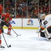 Blackhawks pound Flyers with seven-goal demolition