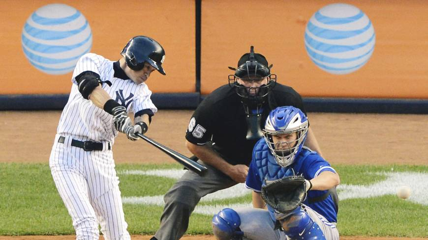 Marathon man: Ichiro Suzuki gets the 4,000th hit of his career in Japan and the major leagues combined in the first inning of New York's game against the Blue Jays at Yankee Stadium in August off a pitch by Toronto starter R.A. Dickey.    KYODO